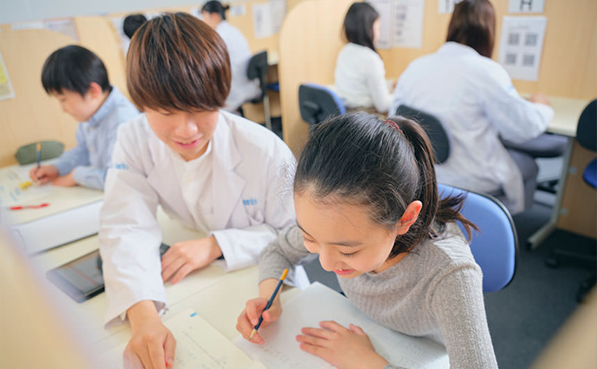 小学生の個別指導の様子